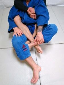 foot cross ankle lock